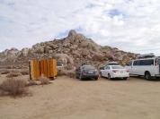 Parkplatz an den Buttermilks mit Freiluft Toilette